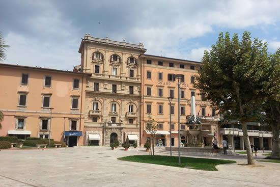 La piazza di Montecatini Terme
